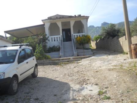 immobiliers vendre 2 chambres villa maison vendre en sicily sicily italie acheter des biens. Black Bedroom Furniture Sets. Home Design Ideas